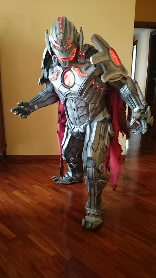 there are no strings on this ultron cosplay