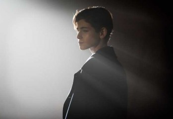 GOTHAM: L-R: David Mazouz in the ÒRise of the Villains: The Son of GothamÓ episode of GOTHAM airing Monday, Nov. 23 (8:00-9:00 PM ET/PT) on FOX. ©2015 Fox Broadcasting Co. Cr: Jeff Neumann/ FOX