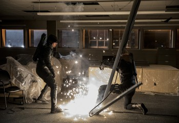 """Arrow -- """"What We Leave Behind"""" -- Image AR509b_0304b.jpg -- Pictured (L-R): Stephen Amell as Oliver Queen/The Green Arrow and Prometheus -- Photo: Jack Rowand/The CW -- © 2016 The CW Network, LLC. All Rights Reserved."""