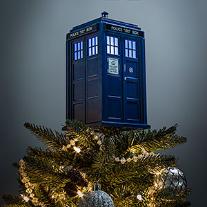 jkhm_dw_tardis_tree_topper_with_light